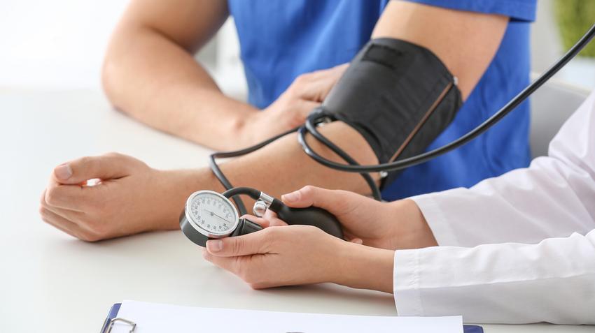 mivel a magas vérnyomás csökkentette a vérnyomást
