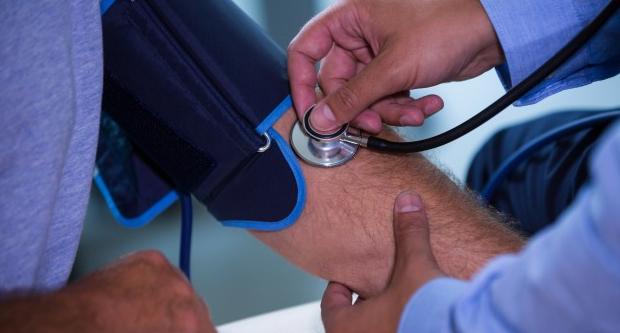 egészségügyi csoportok magas vérnyomás esetén