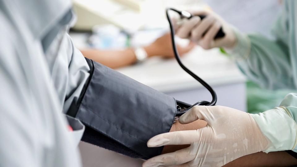magas vérnyomásban szenvedő betegek vizsgálata)
