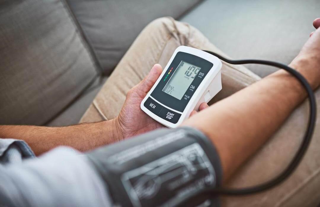 magas vérnyomásban szenvedő fiatal férfiak