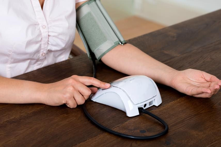 éjszakai magas vérnyomás mit kell tenni)