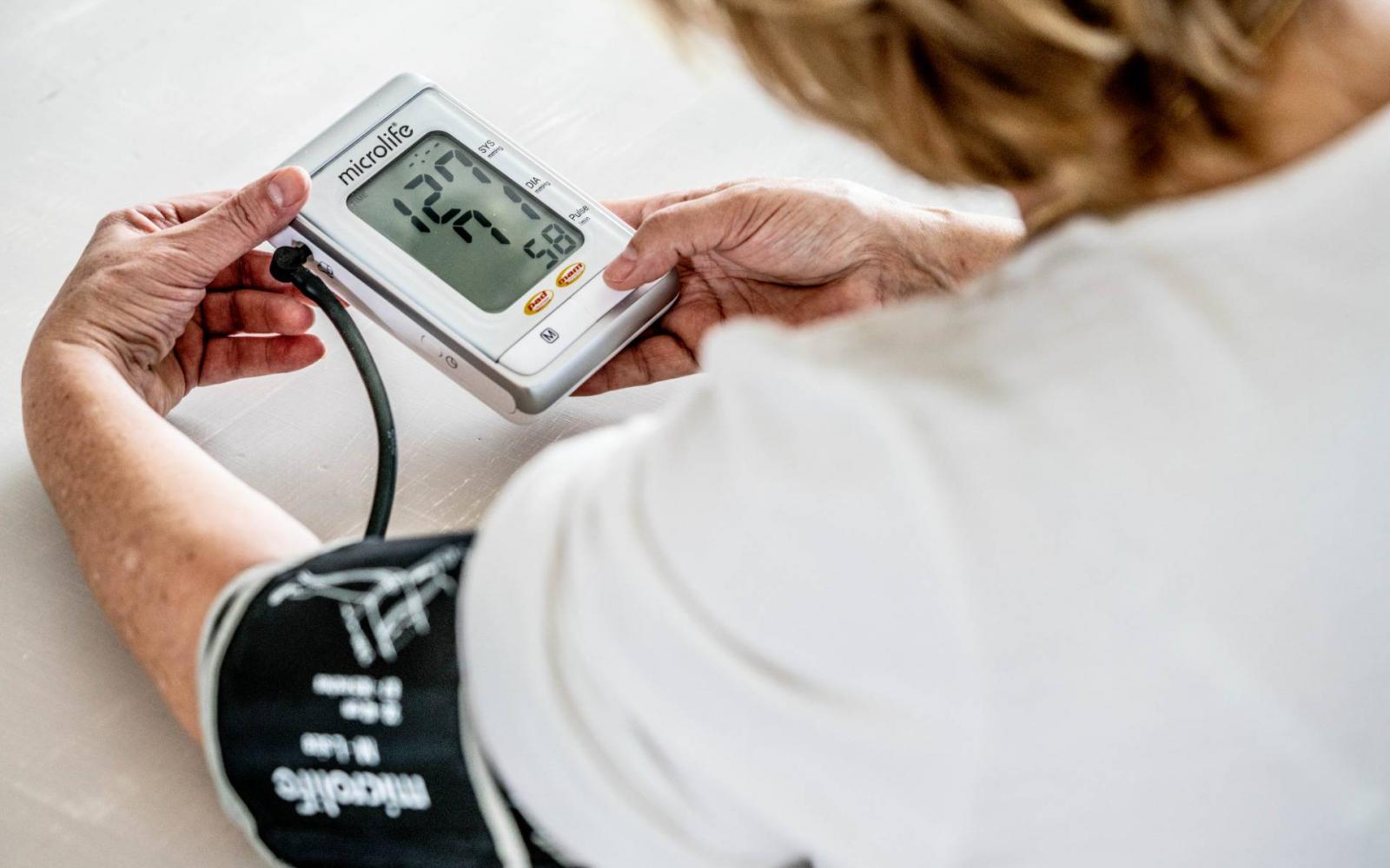 műholdak és magas vérnyomás magas vérnyomás esetén 1 fokos ekg