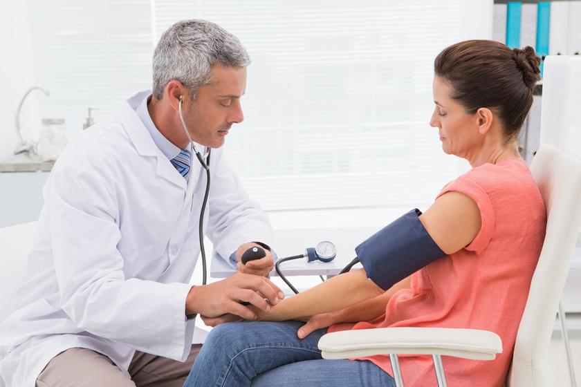 magas vérnyomás kezelés ápoló anya)