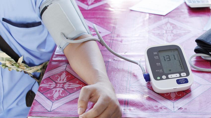 a gastritis magas vérnyomásának kezelése a magas vérnyomás első rohamai