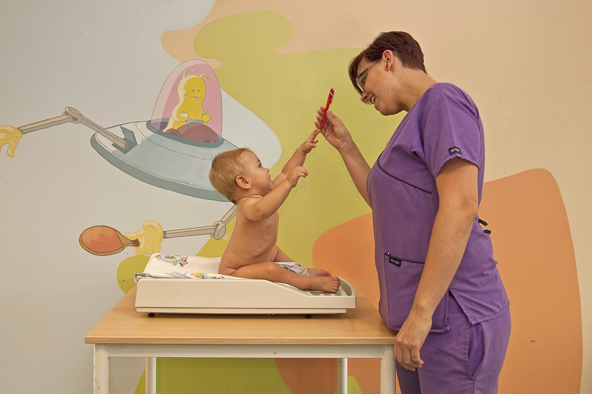 hipertónia csecsemőknél tünetek)