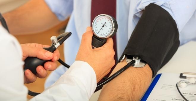 a szív megszakításai és a magas vérnyomás kezelése