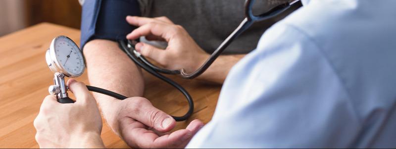 a karok és a lábak magas vérnyomása a gastritis magas vérnyomásának kezelése