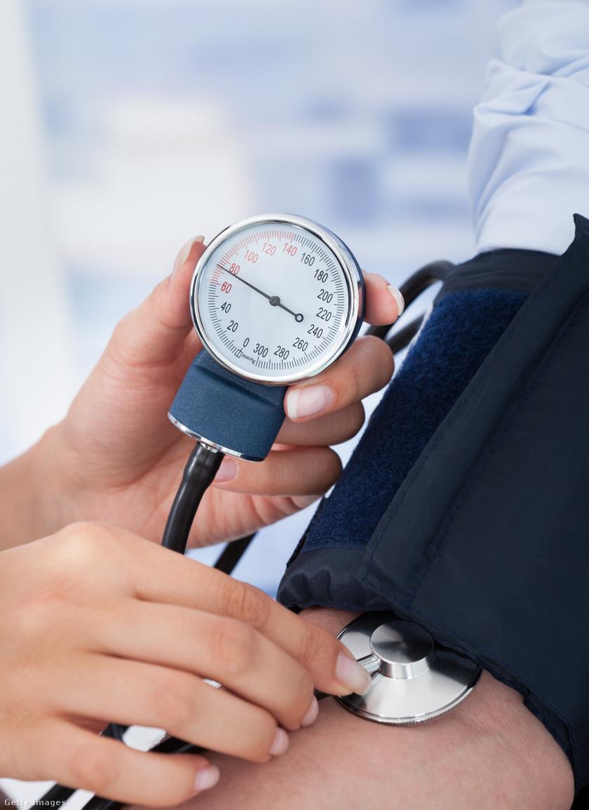 a korábban kezelt magas vérnyomás szívfájdalom magas vérnyomás esetén mi ez