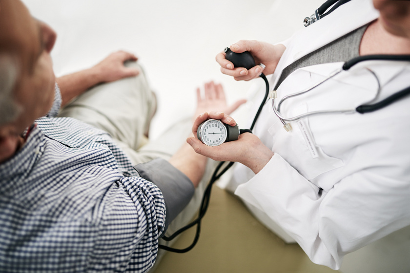 a magas vérnyomásra való hajlam az)