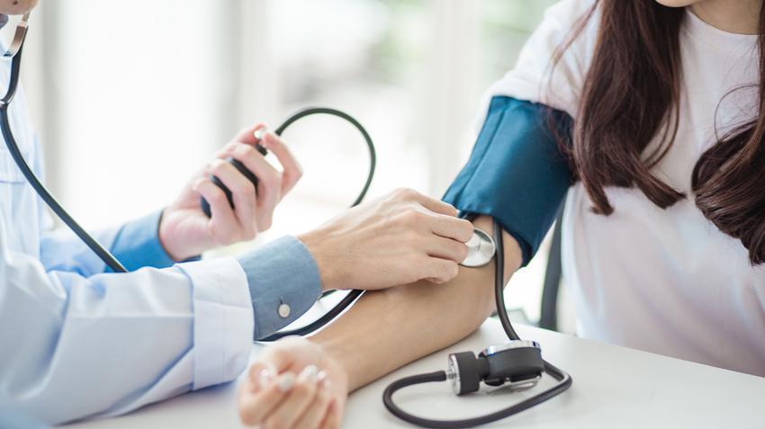 magas vérnyomással fog irányítani