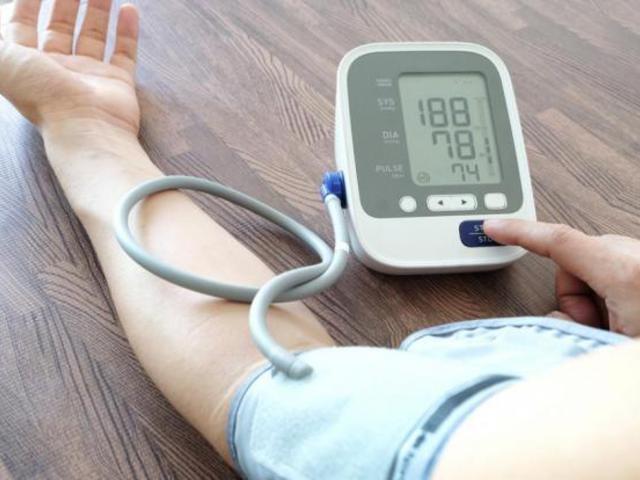 a magas vérnyomás miatt megüresedett állások)