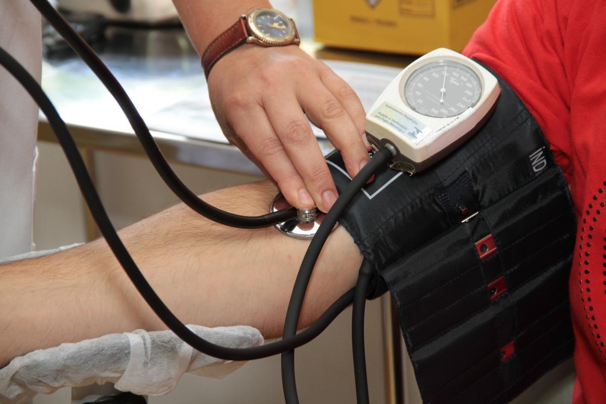 a hipotenzió és a magas vérnyomás okai röviden