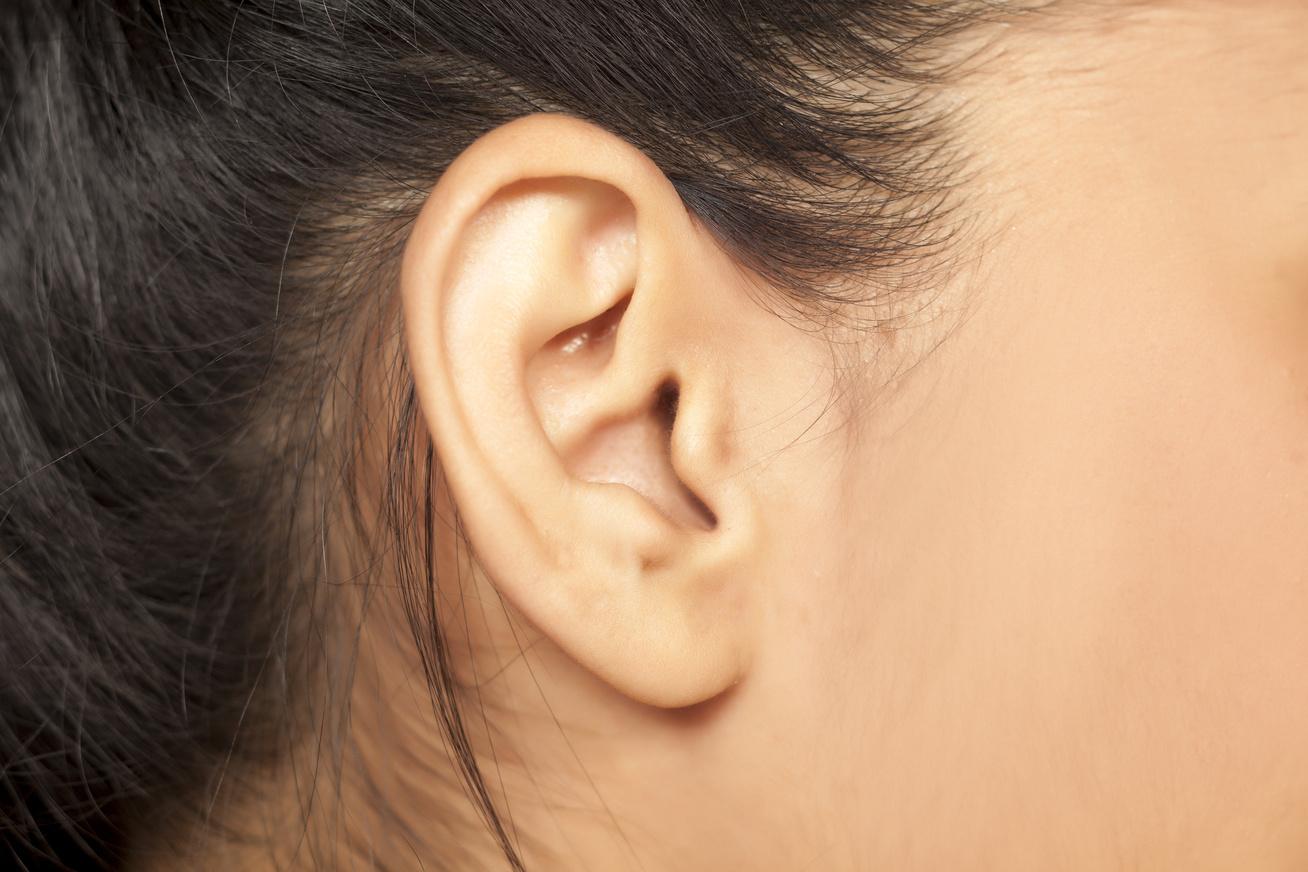 fájdalom a fül mögött, magas vérnyomás
